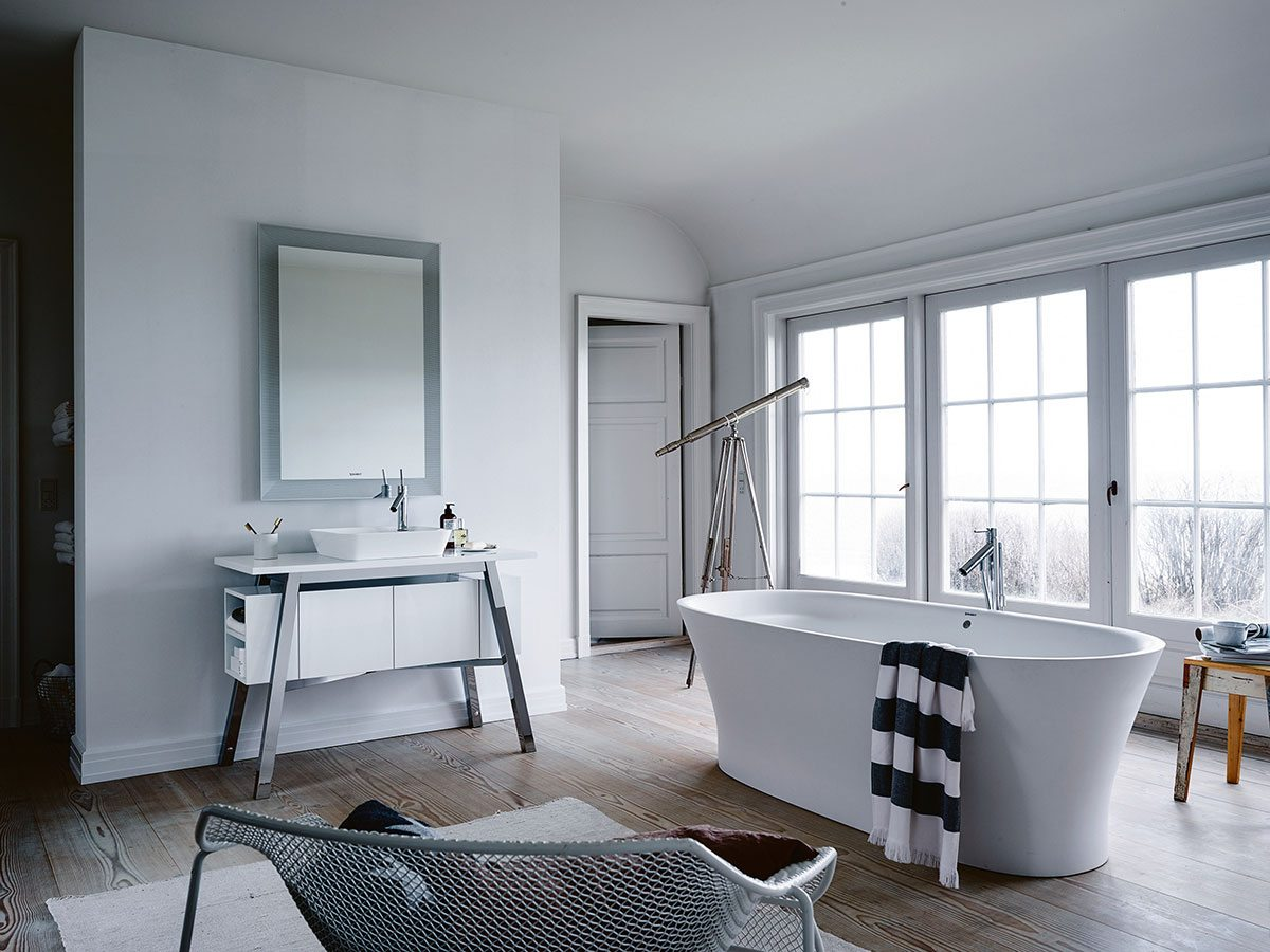 Cape Cod brings a touch of nature into the bathroom